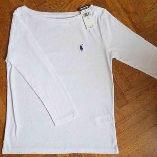 Super fin och klassisk Ralph Lauren trekvarts armar tröja i toppen skick! Köpt i New York, Prislapp kvar på 39$ 🤗