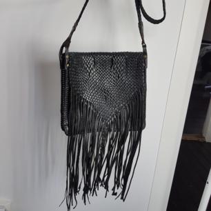 Säljer min fina skinn väska som inte kommer till användning. Fårn amrocco