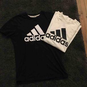 En svart och vit adidas tröja, säljer helst i paketpris,men går att diskutera. Båda är i mycket fint skick och trycket är helt😉
