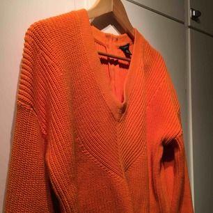 Stickad tröja från Lindex i en underbar orange, frakt tillkommer ☺️