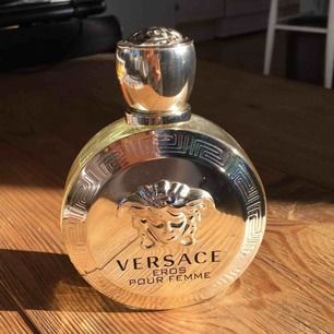 Versace Eros Pour femme parfym. Nästan helt full  Köpt för 800kr