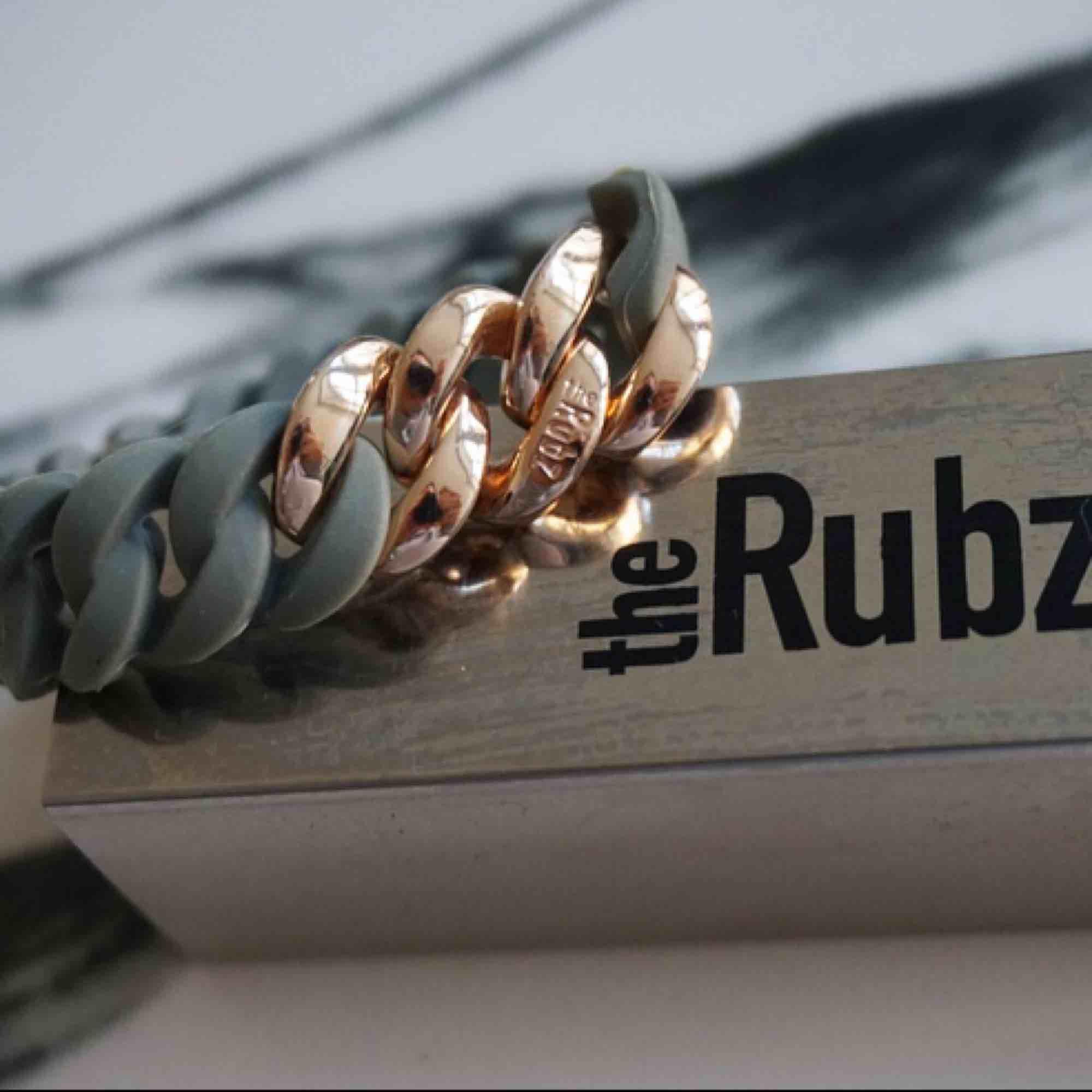 Super fin armband från RUBZ i toppen skick! Nypris 499:- kr . Accessoarer.