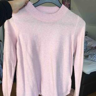 Rosa stickad tröja från Gina tricot! Köparen står för frakten