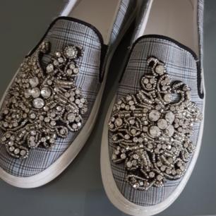 Skor från Zara, använda endast en gång! Fina med pärlor och rutigt mönster!