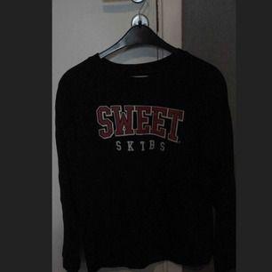 Sweet sktbs tröja. Använd ca 2-3 gånger.   Nypris: 400.           Mitt pris: 100.   Köparen står för frakten