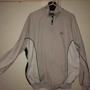 skitkattig sweatshirt m zip från kappa! 💕😻👌 köpt på humana. har ett litet brännmärke precis bredvid dragkedjan som knappt syns