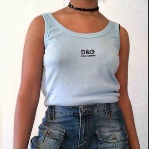 Snyggt ljusblått linne från Dolce & Gabbana  Frakt 40kr