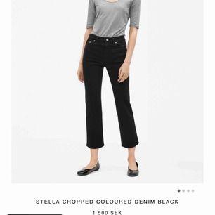 Filippa K Stella Cropped Colour Denim Black i XXS. Använda 1 gång säljs pga ångrat köp där jag inte har kvittot kvar och kan därav inte returnera. Frakt betalas av köpare. Ordinarie pris är 1500:-