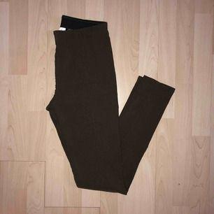 Mörkbruna leggings inköpta från hm.