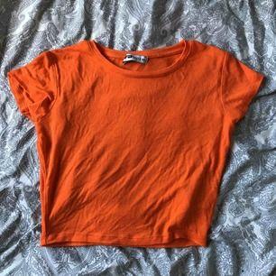 Croppad tröja från new yorker, använd 1 gång💕 köparen står för frakt