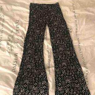 Utsvänga byxor med mönster, strl S 100kr inklusive frakt