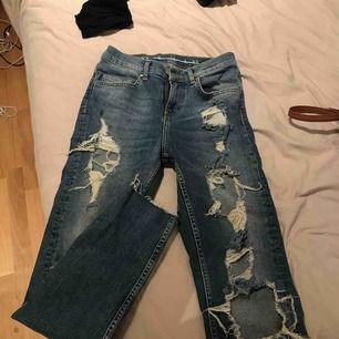 Håliga jeans från bikbok, ordinarie 600kr