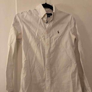 Skjorta från Ralphlauren. Köparen står själv för frakten.