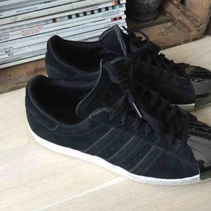 Adidas Schuhe, nicht viel getragen. In tollem Zustand, Größe 40. Metallspitzenschuhe