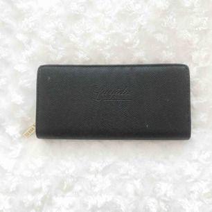 Jättefin plånbok använd 1 gång! Tar swish och kan byta. 25kr + frakt!