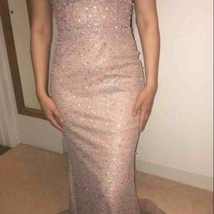 Fest klänning som är använd några timmar på festen storlek 36 billigare vid snabb affär kan skickas mot frakt