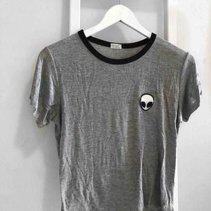 T-shirt från Brandy Melville i superskönt material! I väldigt fint skick! Kan mötas upp i Västervik eller frakta!