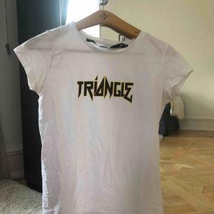 T- shirt från lager 157. Storlek xs, kan skickas mot frakt eller mötas upp.