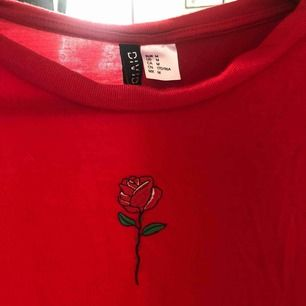T-shirt från hm, kan skickas mot frakt eller mötas upp i Falun.