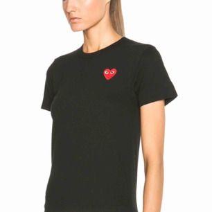 Comme ses garcon t-shirt i svart! Damstorlek S. Knappt använd! Obs ej mina bilder men kan självklart ta bild på tröjan