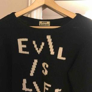 Stickad tröja från Acne Studios. På bild nr 2 ser den lite genomskinlig ut, men det är den inte.