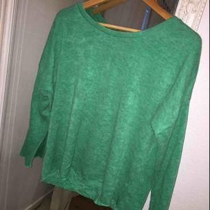 Grön finstickad tröja ifrån Bikbok. Säljer då den inte kommer till användning. Köp genom swish. Kan mötas upp i Malmö/ Lund