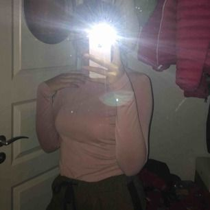 Rosa tröja från Monki.
