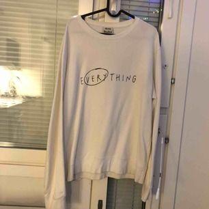 Vit sweatshirt från Acne Studios. Kan mötas upp i gbg eller skickas!