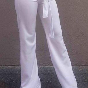 SÖKER vida/flare byxor i både kostymbyxor och typ tights alla färger strl xxs-XS eller 32