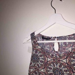 Såå snyggt linne från Only. Frakt ingår i priset. 💗