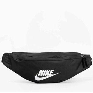 Nike midjeväska från Junkyard, nypris 199kr säljer för  80kr.