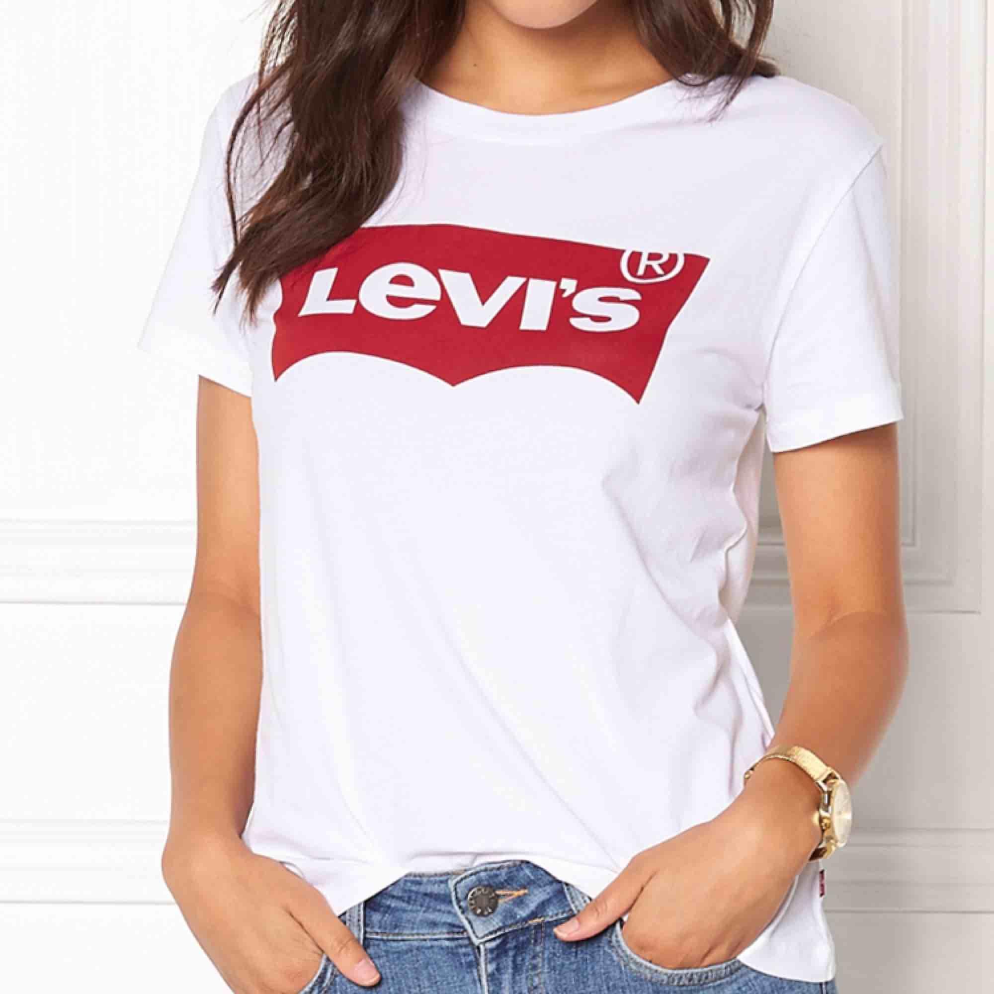 Toppen skick, 50 kr! . T-shirts.