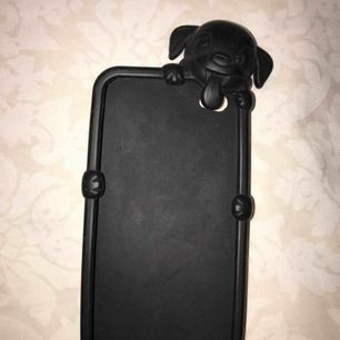 Ett mycket fint och gulligt Iphone 5 skal. Är som nyköpt med inga fel. När man har på den och trycker uppe på huvudet så sätts mobilen på