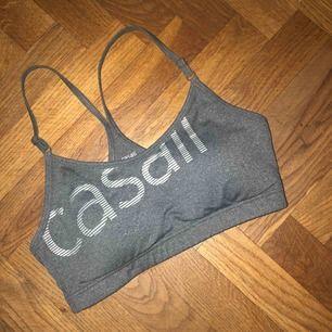 Sport BH från Casall, knappt använd. Nypris 400kr💗 hämtas i Norrköping eller fraktas💫