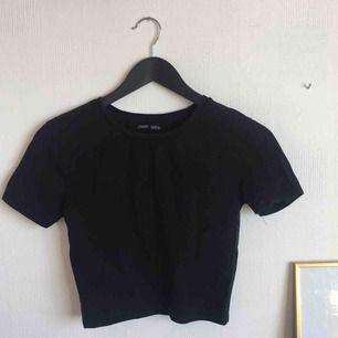 Snygg T-shirt från zara! 🍇 Möts upp i Uppsala + fraktar✨✨