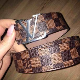 Louis Vuitton bälte AAA-kopia, använt ca 2 gånger, säljer pga det inte kommer till användning. pris kan diskuteras vid snabb affär