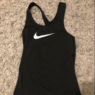 Ett tränings linne från Nike, knappt använd så den är i väldigt bra skick