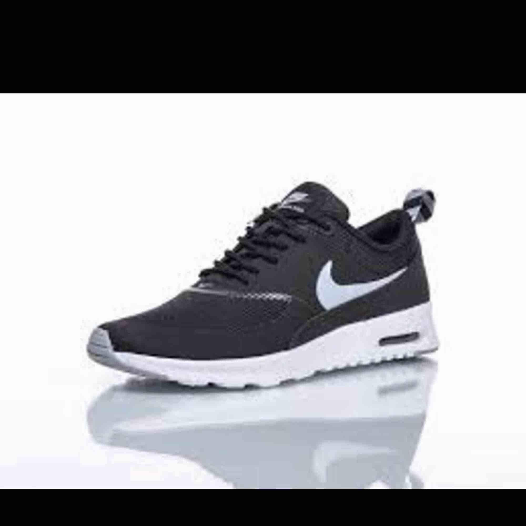 Nike thea. Nyskicka använd några gånger inomhus.. Skor.