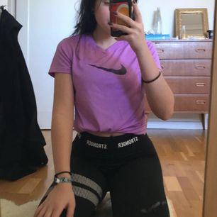 Superfin tränings tröja från Nike, frakt tillkommer