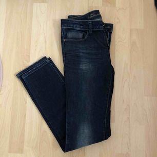 Snygga jeans från Only. W28, H34. Frakt 39 kr