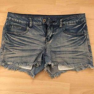 Snygga jeansshorts från Vila. Frakt tillkommer med 29 kr 🌿