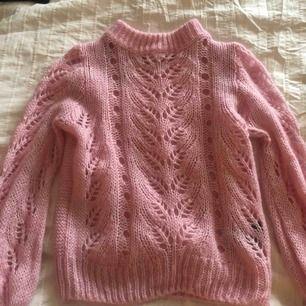 Säljer min sköna rosa stickade tröja från h&m, passar xs-s