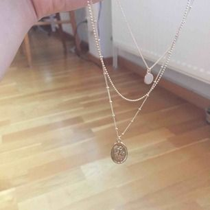 Oanvänt guldfärgat coin halsband från H&M. Köpt för 80 kr. Fraktas.
