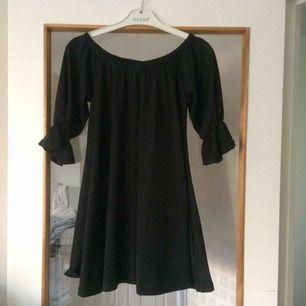 Snygg kort klänning! Använd bara en gång! Tyvärr inte min stil!