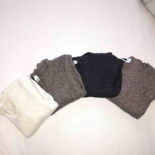 Stickade tröjor med 12% ull. Bra skick och inga defekter! Krämvit, grå/beige, mörkgrå (XS). Varmare beige färg (strl. 36). 40kr/styck. kan mötas upp i Stockholmsområdet eller frakta.