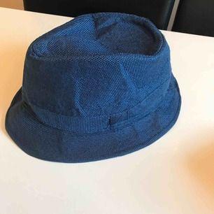 Blå tyghatt helt ny👍