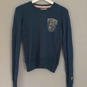 Jättefin tröja fån PINK i storlek s. Sitter jättesnyggt tajt på. Perfekt för hösten.