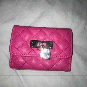Oanvänd plånbok. 200kr + frakt