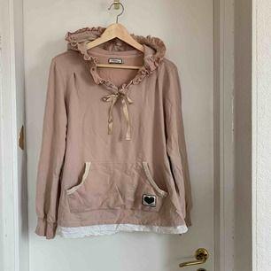 9dda0dd1aea0 Jättefin och mysig hoodie från Blooming! Superhärlig kvalité i bomull.  Många fina detaljer som