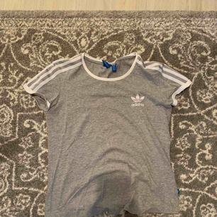 En fin adidas T-shirt använd några gånger. Helt ny! Säljer pga att den är för liten för mig.